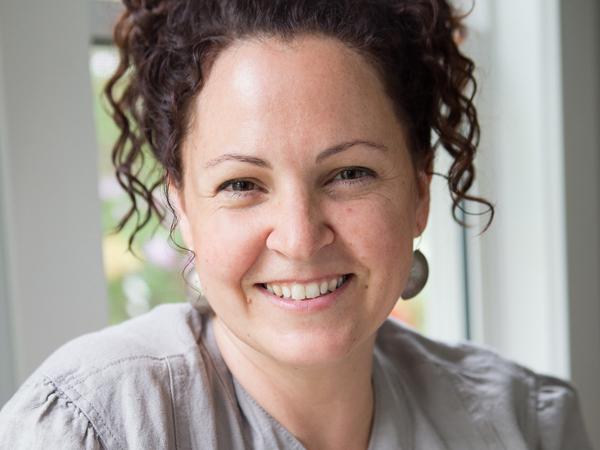 Portrait of artist Sharon Nowlan