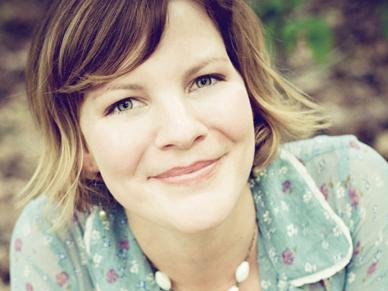 Portrait of artist Kelly Rae Roberts